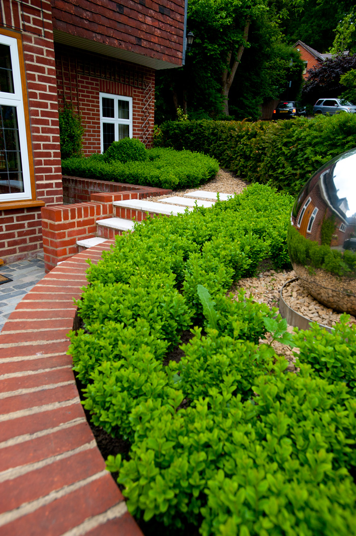 Small front garden design millhouse landscapes for Front garden designs uk