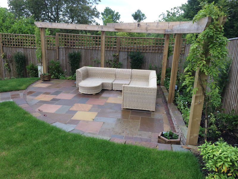 Garden seating area stirling self catering corner seating for Garden seating areas